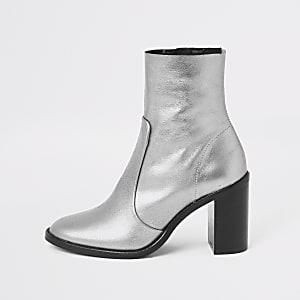 Zilverkleurige leren sokschoenen