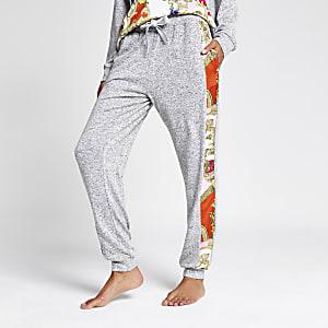 Grauer, locker sitzender Pyjama-Jogger mit Schal-Print