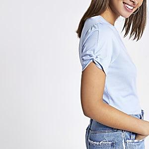 Blauw T-shirt met knoop in de mouwen