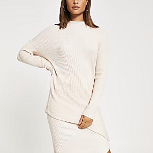 Langärmliger, asymmetrischer Pullover mit Stehkragen in Creme