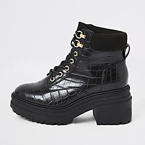 Zwarte stevige laarzen met veters en krokodillenprint
