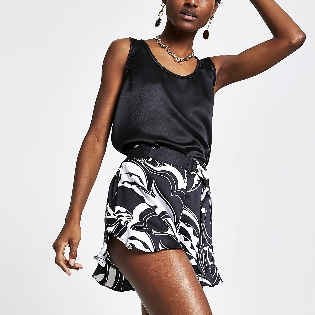 Zwarte short met print en ceintuur