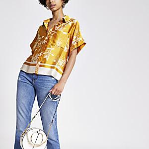 Gelbes kurzärmeliges geblümtes Hemd