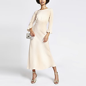 Crèmekleurige getailleerdejacquard midi-jurk