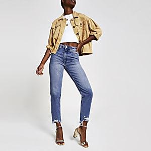 Mittelblaue Mom-Jeans mit hohem Bund