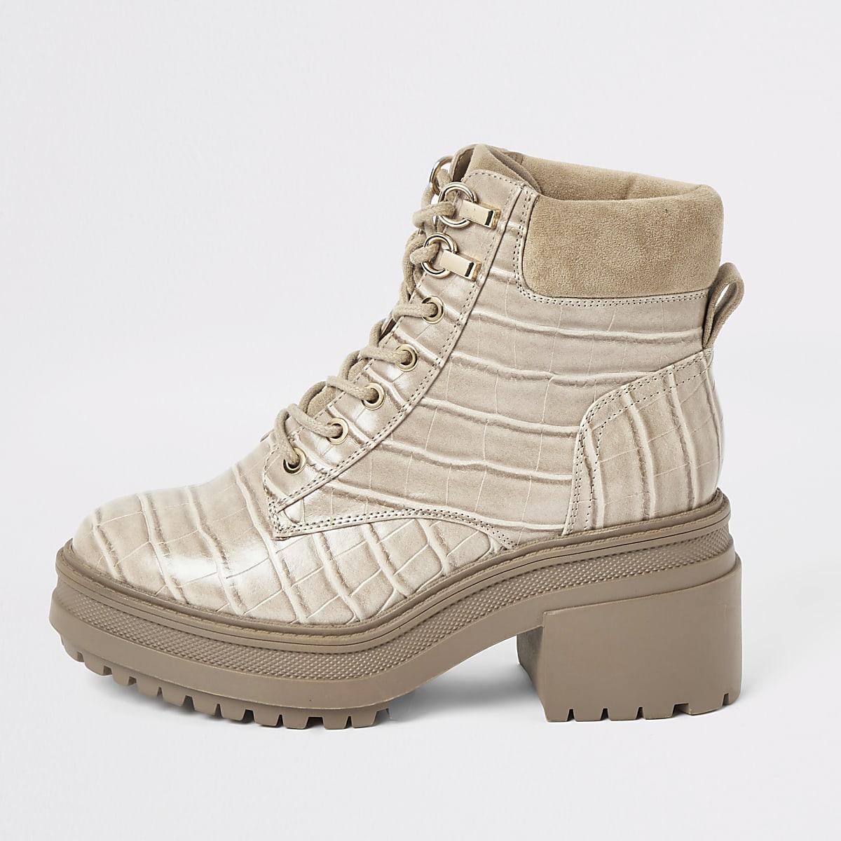 Beige stevige laarzen met veters en krokodillenprint
