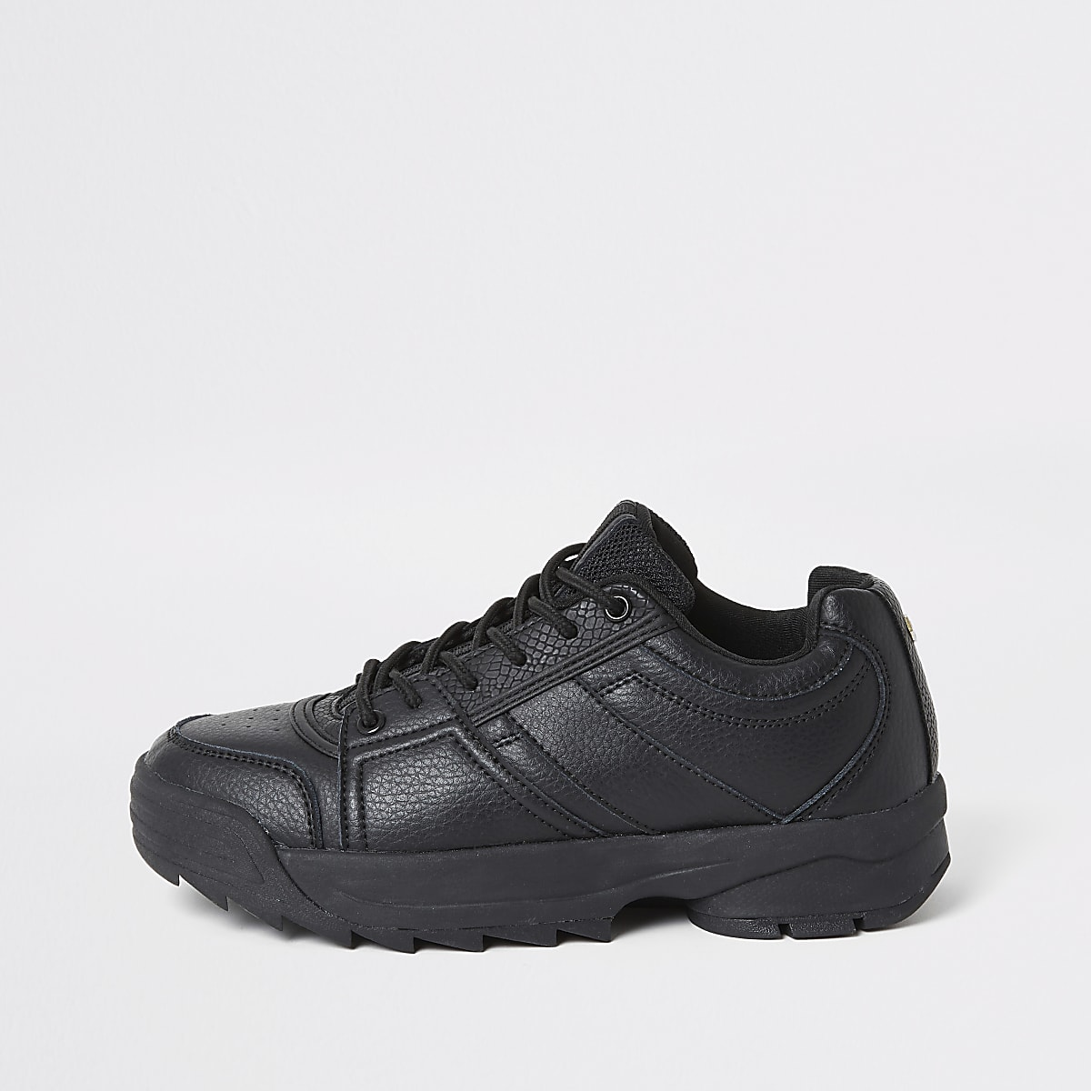 Baskets noires à lacets et semelles épaisses