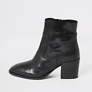 Zwarte leren laarzen met blokhak en brede pasvorm