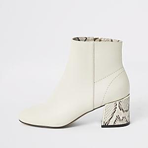 Beige laarzen met blokhak, brede pasvorm en slangenprint
