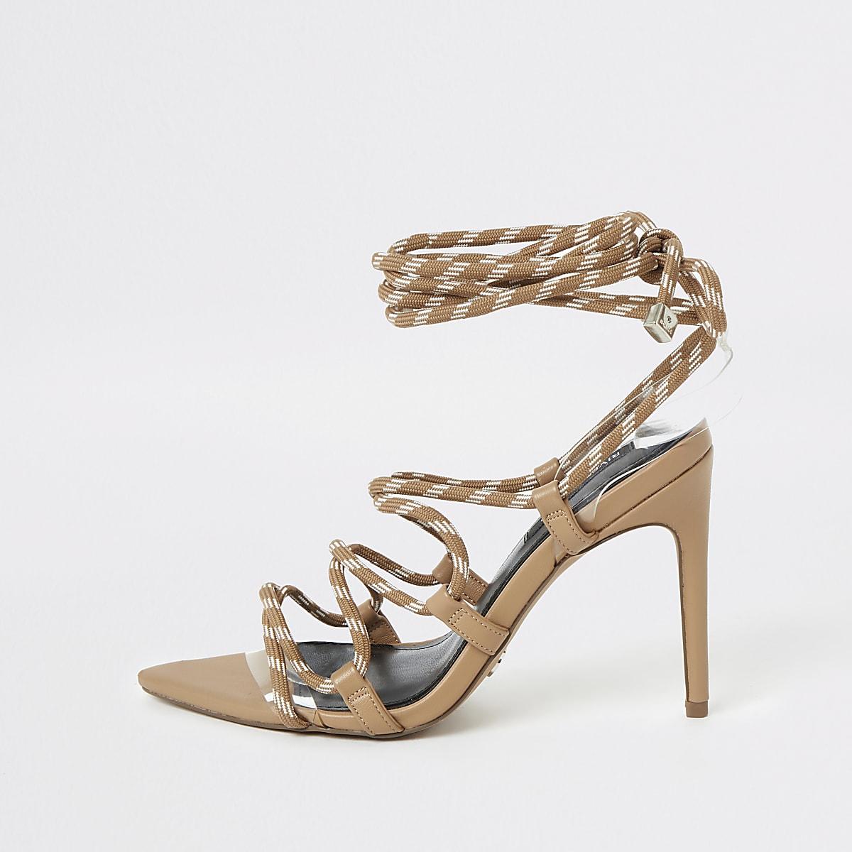 Beige sandalen met smalle hak en veters