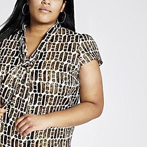 RI Plus - Bruine blouse met RI-print en strik bij de hals