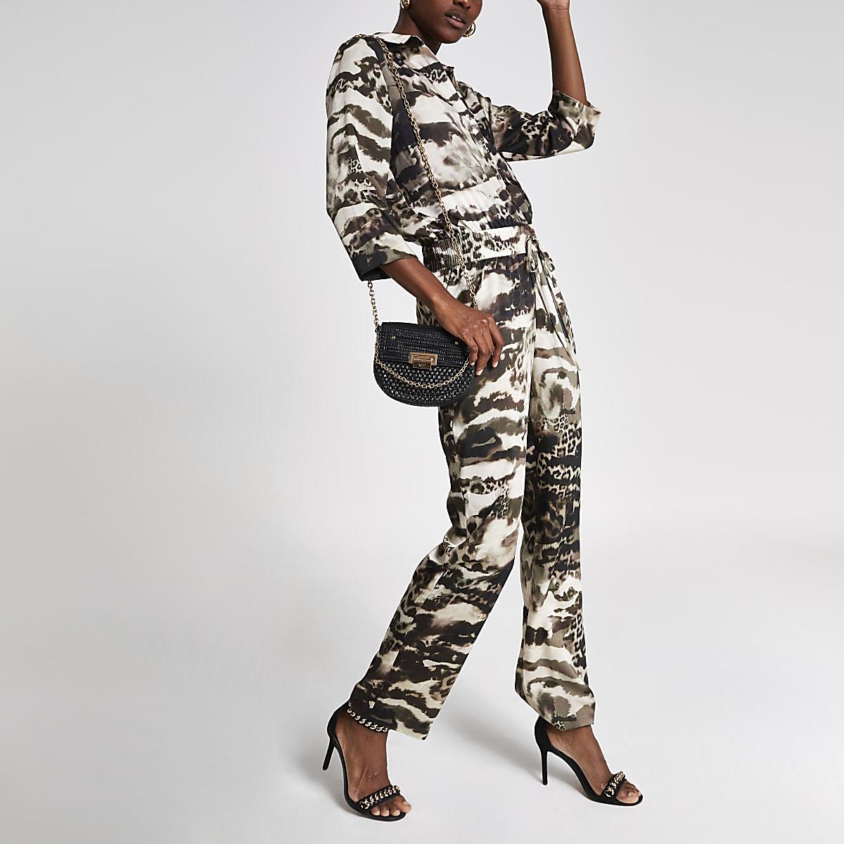 Grijze jumpsuit met overslag voor en camouflageprint