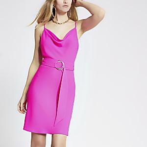 Pinkes Kleid mit Wasserfallkragen und Gürtel