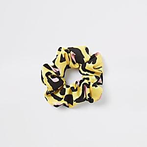 Gele scrunchie met luipaardprint