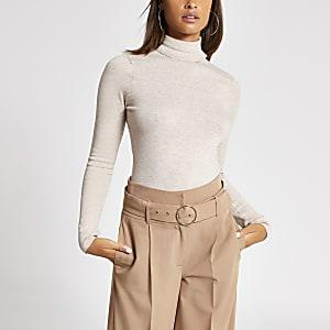 Haut en tricot marron clair à col roulé et manches longues