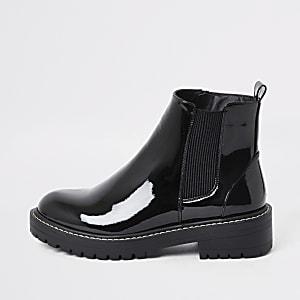 Zwarte stevige lakleren laarzen met ruime pasvorm