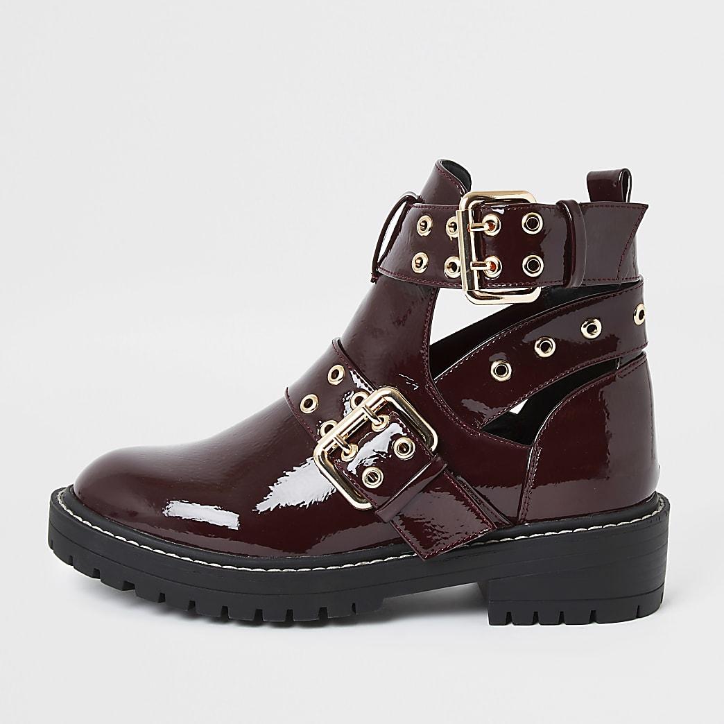 Rode lakleren stevige laarzen met uitsnede en ruime pasvorm