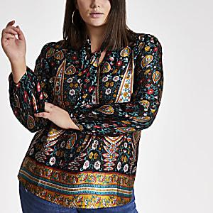 RI Plus - Zwarte blouse met paisleyprint en strik bij de hals