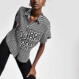 Schwarzes, bedrucktes Hemd