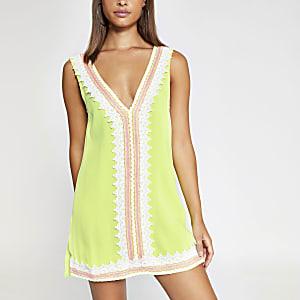 Robe de plage vert fluo à dentelle sur le devant