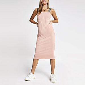 Roze geribbelde midi-jurk