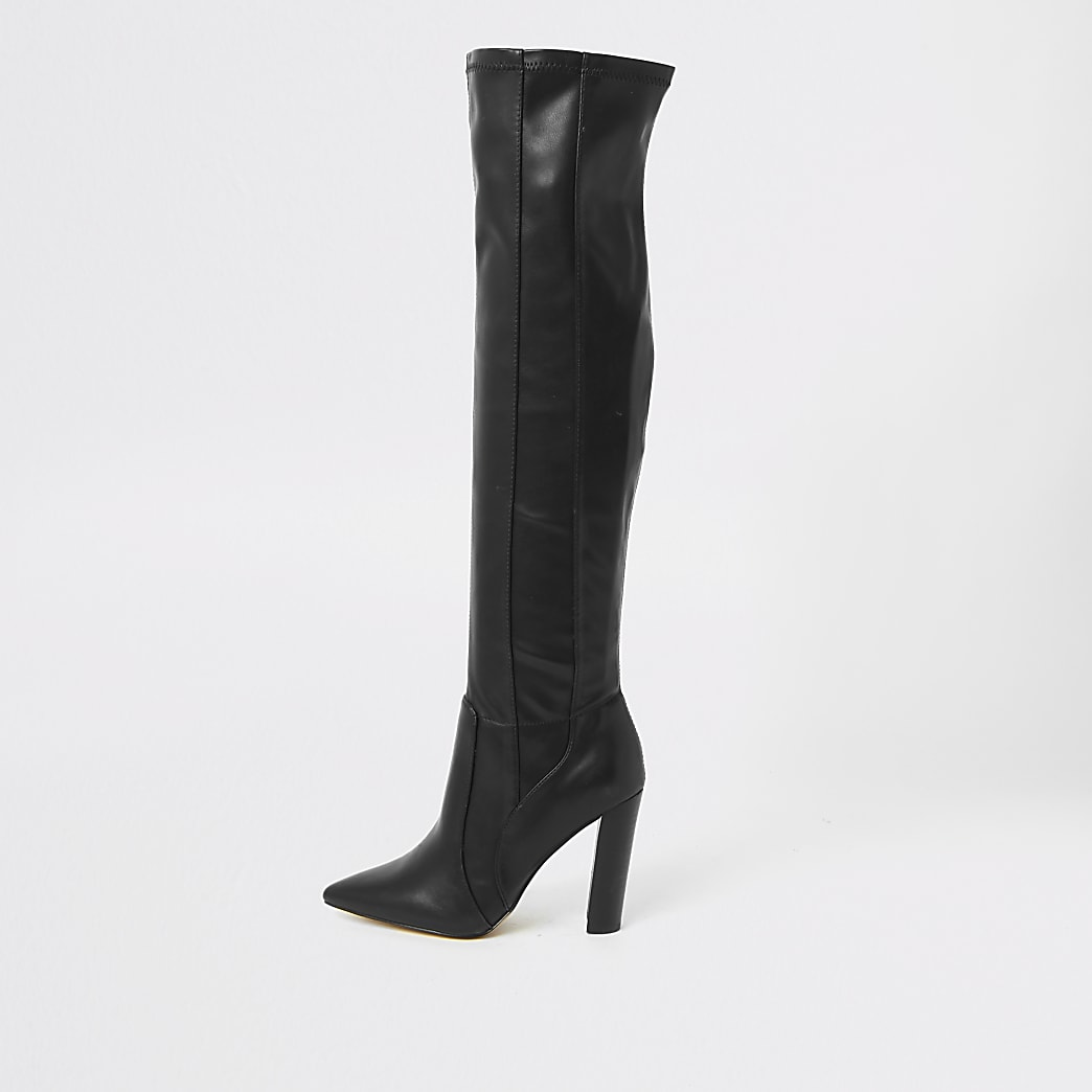 Zwarte over-de-knie-laarzen met puntige neus en brede pasvorm