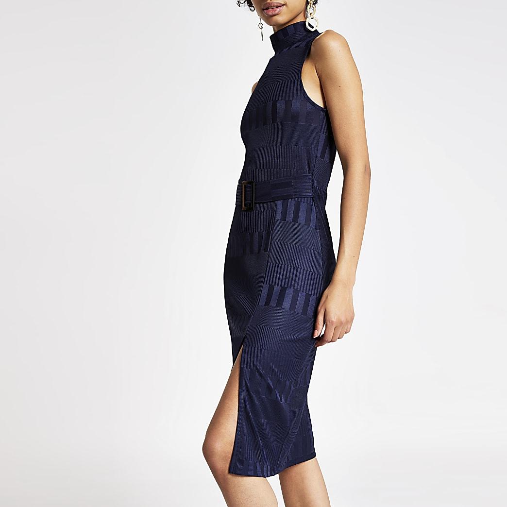Blauwe hoogsluitende jurk met ceintuur