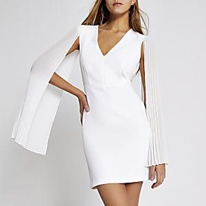Mini robe moulante blanche à manches plissées