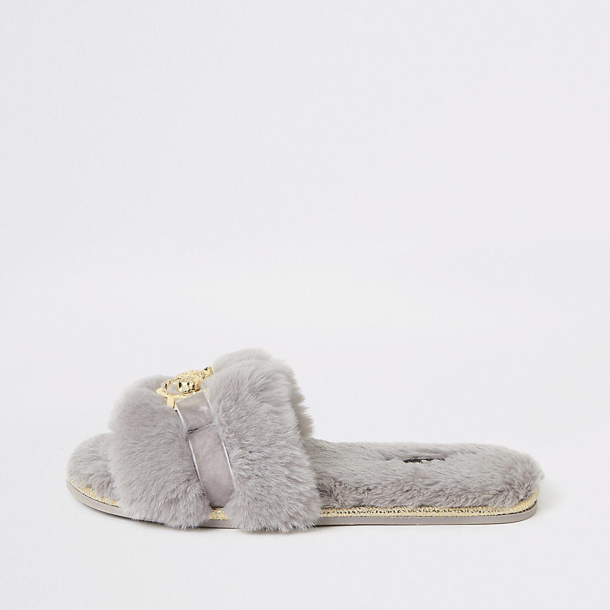Chaussons gris en fausse fourrure