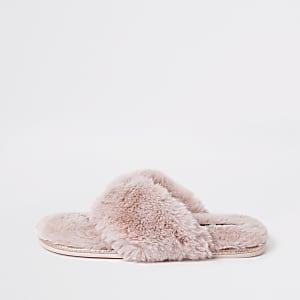 Pink diamante faux fur flip flop slippers