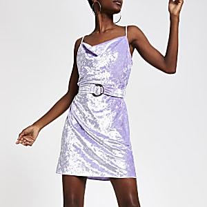 Robe violet clair à col bénitier avec ceinture