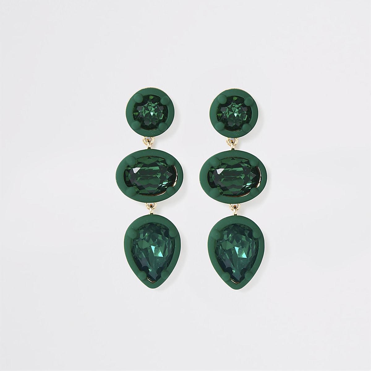 Oorbellen met groen steentje