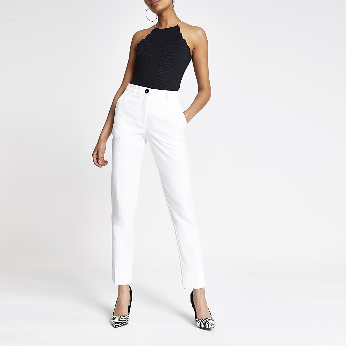 Witte smaltoelopende broek