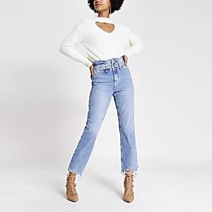 Blaue Mom-Jeans im Paperbagschnitt mit Gürtel und Fransensaum