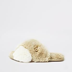 Crème instapslipper met imitatiebont