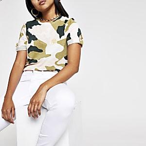 RI Petite - Roze T-shirt met camouflageprint en omgeslagen mouwen