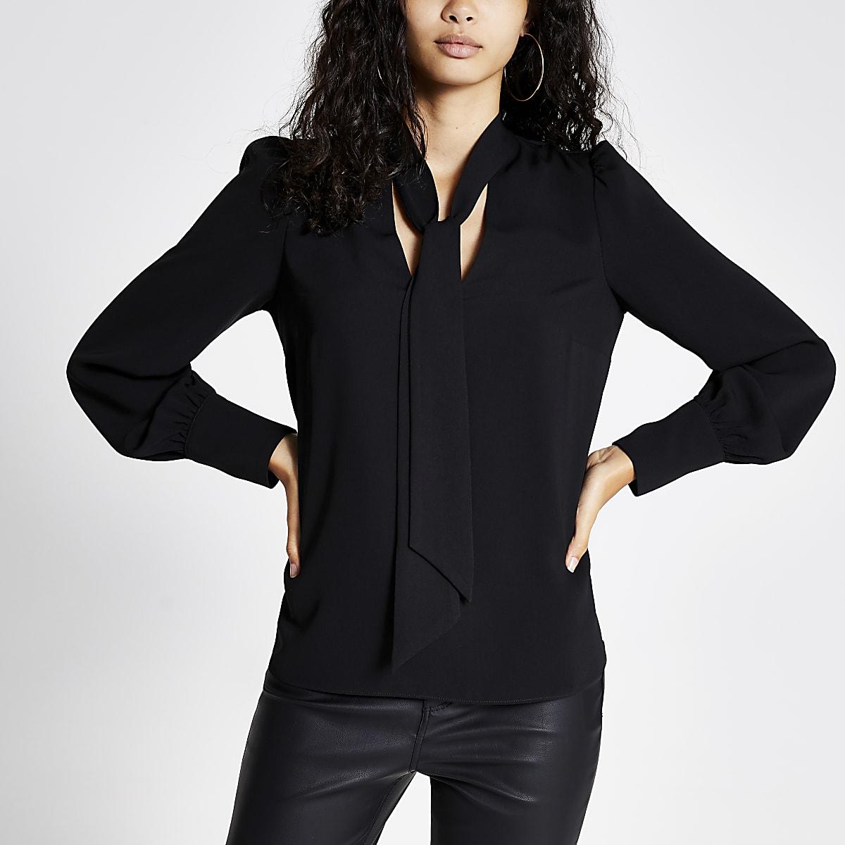 Zwarte blouse met lange mouwen en strik bij de hals