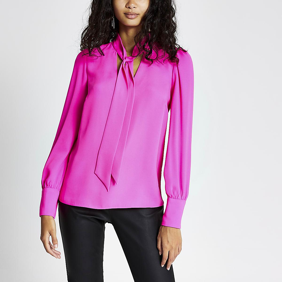 Felroze blouse met strik om de hals
