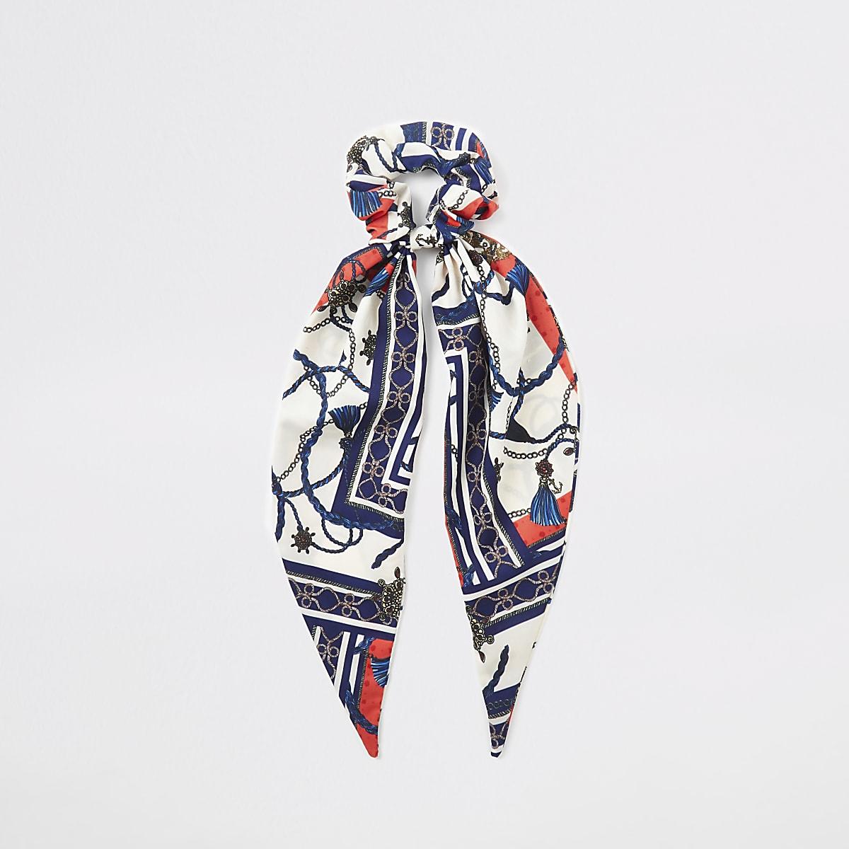 Blauwe haarscrunchie met sjaalprint