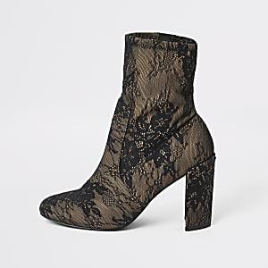 Zwarte sok laarzen met hak en vetersluiting