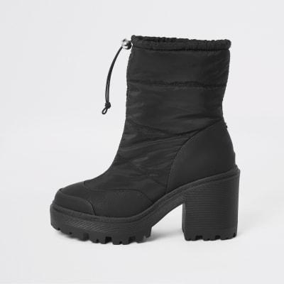 Black padded heeled snow boots