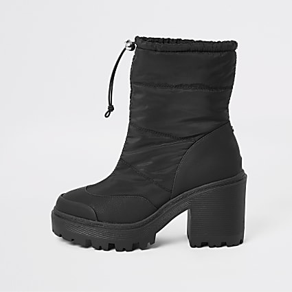 Black padded heeled snow boots