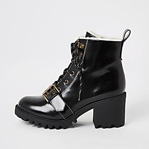 Zwarte wandelschoenen met vetersluiting en borgrand