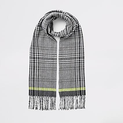 Black check print tassel trim scarf
