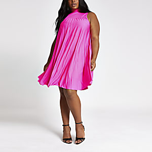 Plus – Pinkes Neckholder-Swing-Kleid mit Kellerfalten