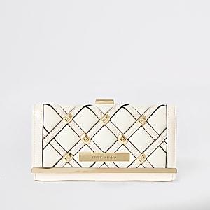 Crèmekleurige gestikte portemonnee met cliptop en studs