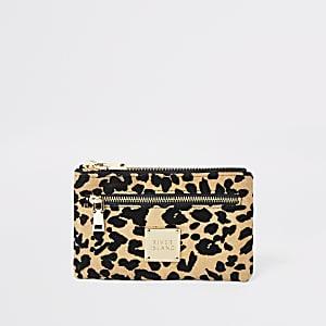 Beige Pouch-Tasche mit kleinem Reißverschluss und Leopardenmusterung