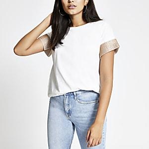T-shirt blanc à manches courtes avec bordures ornementées