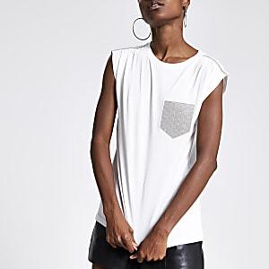 Weißes T-Shirt mit Raffung an der Schulter