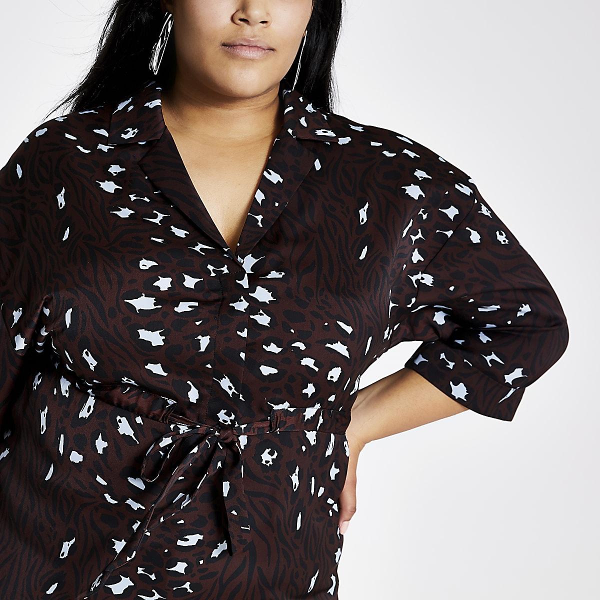 RI Plus - Bruine overhemd met print en strikceintuur